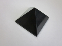 Пирамида полированная 25х25см