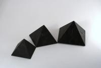 Пирамида неполированная 3х3см